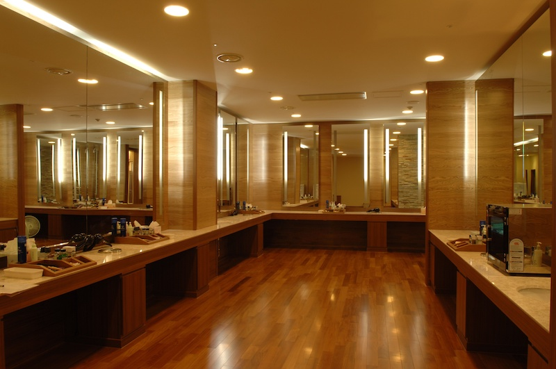 custom commercial mirrors